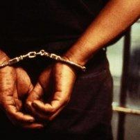 Παράνομη σύλληψη νομικού συμβούλου και παράνομη και περιττή έρευνα στο γραφείο του.