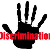 Η αποζημίωση που καθορίζεται με βάση το φύλλο και την ηλικία αντιβαίνει στην αρχή των διακρίσεων