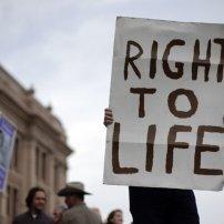 Η υποχρέωση του κράτους να προστατεύει τους ψυχικά ασθενείς, δεν πρέπει να οδηγεί σε παραβίαση του δικαιώματος στη ζωή.